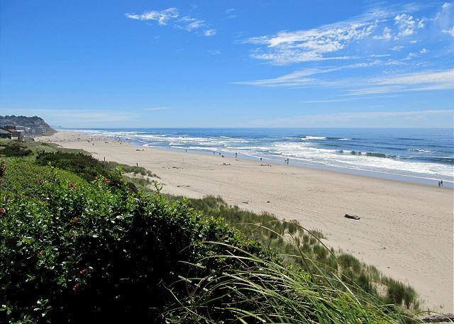 Modern Oceanfront Home w/ Private Beach Access - Image 1 - Lincoln City - rentals