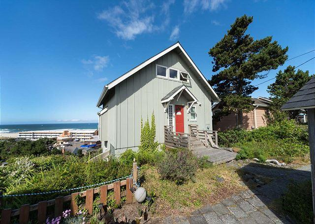 Relax and Enjoy the Ocean Views at Gull Cottage! - Image 1 - Lincoln City - rentals
