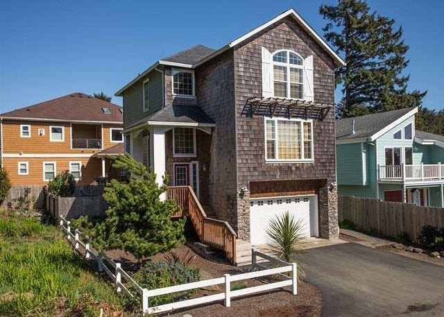 Beautiful Home w/ Hot Tub Close to Beach - Image 1 - Lincoln City - rentals