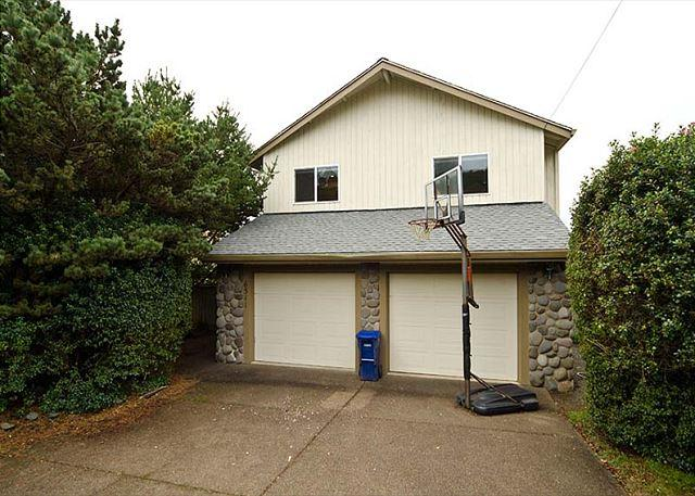 Ocean View Home in Roads End is Just a Block from the Beach! - Image 1 - Lincoln City - rentals