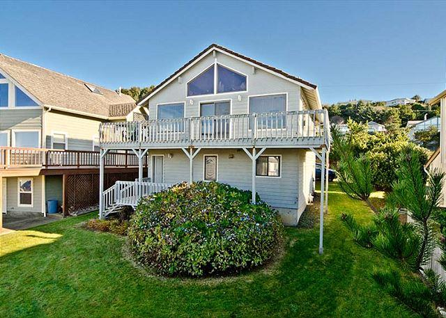 Spacious Great Room and Two King Bedrooms in this Roads End Ocean-view Home - Image 1 - Lincoln City - rentals