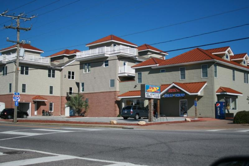 Exterior Building - 213 16th Street - Virginia Beach - rentals