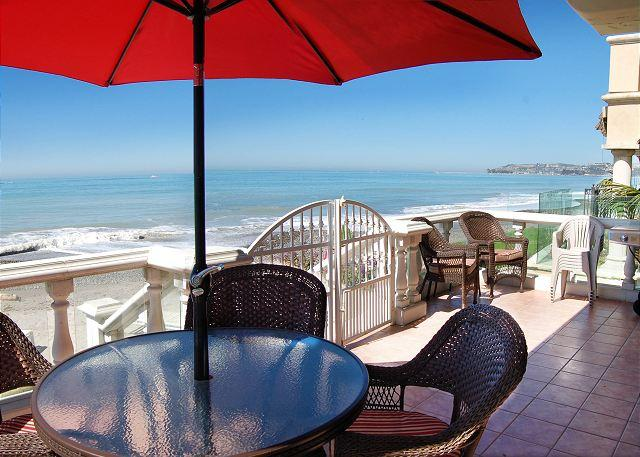 Beachfront Patio off of Living Room - Large Family Beach House Right on the Sand! 4 Bed/ 3 bath Sleeps 12 (083) - Dana Point - rentals