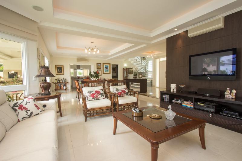 Charming 5 bedroom Home in Jurerê International - Image 1 - Florianopolis - rentals