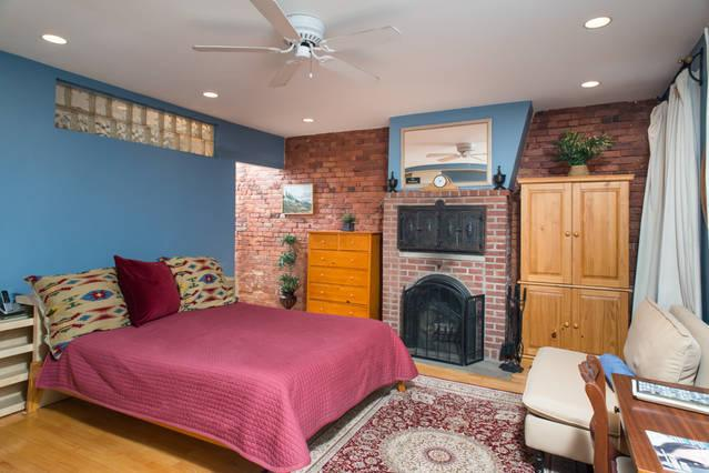 Sleeping Area with Fireplace - Charming Studio In Great  Boston Neighborhood - Boston - rentals