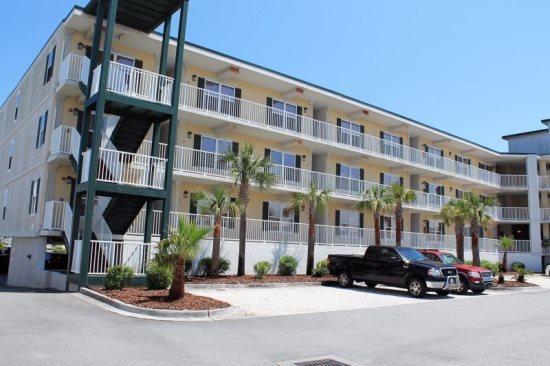 Beach Club Condos - Unit 115 - Swimming Pools - Restaurant - FREE Wi-Fi - Image 1 - Tybee Island - rentals