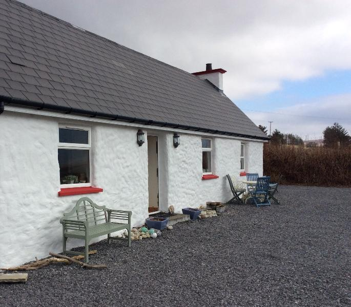 Our beautiful cottage on the Wild Atlantic Way - LITTLE IRISH COTTAGE DONEGAL IRELAND no extra fees - Ardara - rentals