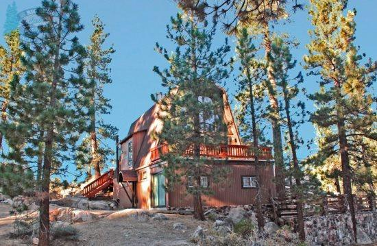 Larks Nest Cabin bask in the sunlight at this secluded dog friendly mountain Vacation Cabin in Big Bear with outdoor hot tub and BBQ. - Image 1 - Big Bear Lake - rentals