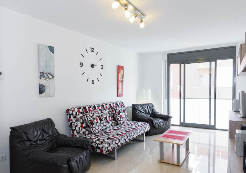 Apartment ideal for 2-4 people - Image 1 - Province of Girona - rentals