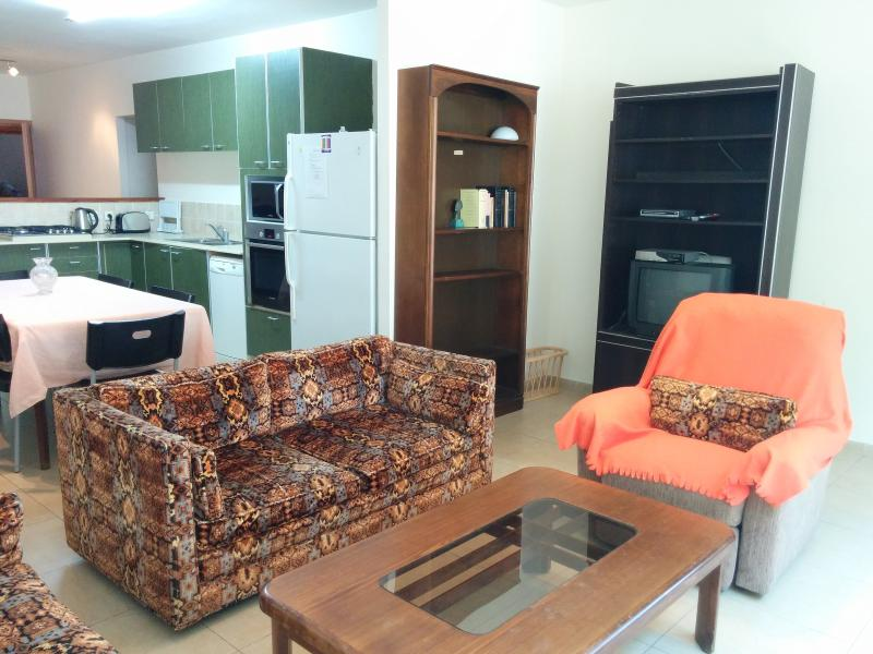 Living room seating - Comfortable 3 Bedroom apartment in East Raanana - Ra'anana - rentals