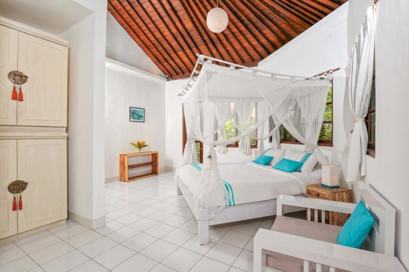 Master bedroom downstairs - Wonderful, spacious villa private pool, Echo Beach - Canggu - rentals