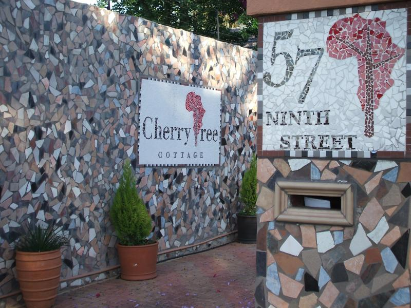 View at Entrance to Property in Linden - Cherry Tree Cottage B&B Jhb ZA - Johannesburg - rentals