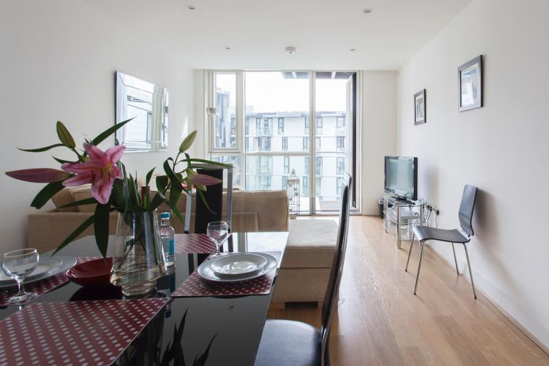 MoLi Times Square 2 Bed apt in the city of London - Image 1 - London - rentals