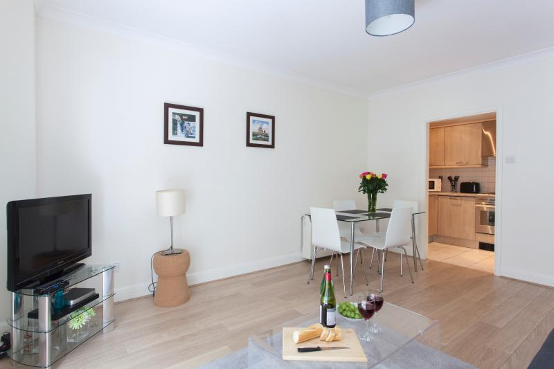 Classic 1 Bed Monument Street Apartments - Image 1 - London - rentals