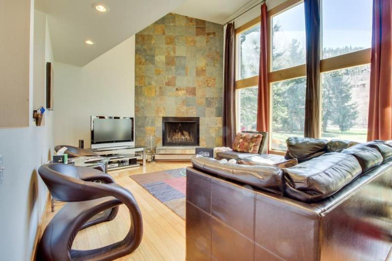 Stunning modern condo on golf course w/ mountain views & shared pool! - Image 1 - Beaver Creek - rentals