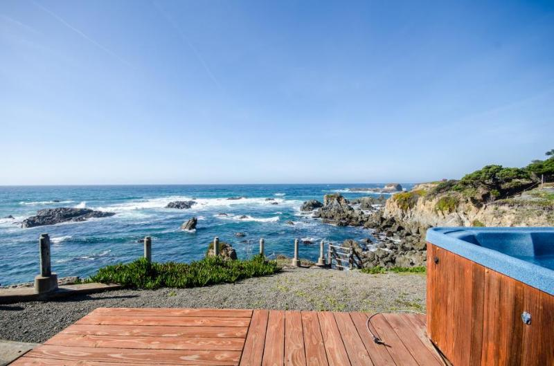 Oceanfront condo w/private hot tub & terrific views; walk to beach - Image 1 - Fort Bragg - rentals