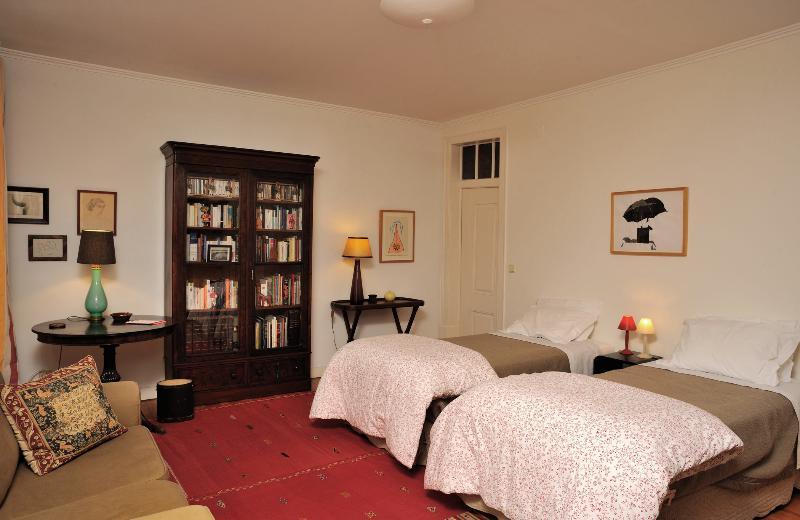Two beds (200 x 90 cm), wifi, central heating - Quiet and spacious Bairro Alto - Lisbon - rentals