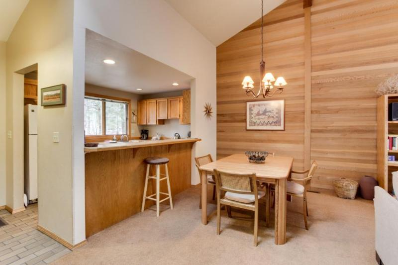 Forest views with community pool, tennis, and more! - Image 1 - Sunriver - rentals