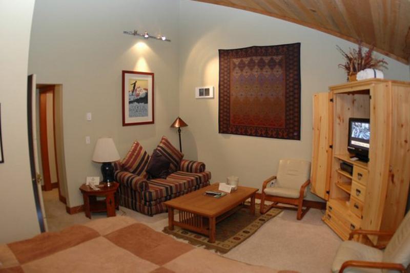 Lodge Room 006 - Image 1 - Black Butte Ranch - rentals