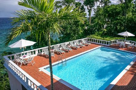 Waterfront Emerald Seas - with lush grounds, pool, tennis & full staff - Image 1 - Ocho Rios - rentals
