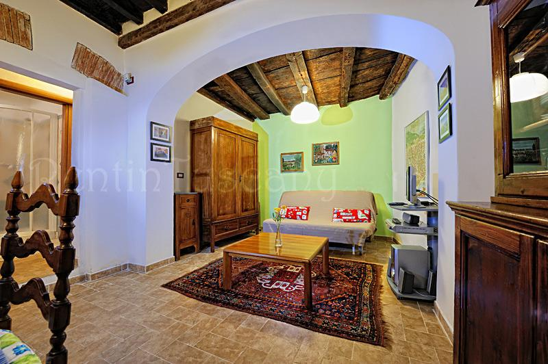 Florence Historic Center Apartment with Backyard - Image 1 - Florence - rentals