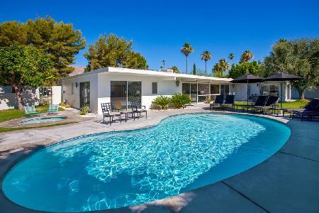 Villa Moda - Beautiful and Spacious Villa Conveniently Located in Sunrise Park neighborhood - Image 1 - Palm Springs - rentals