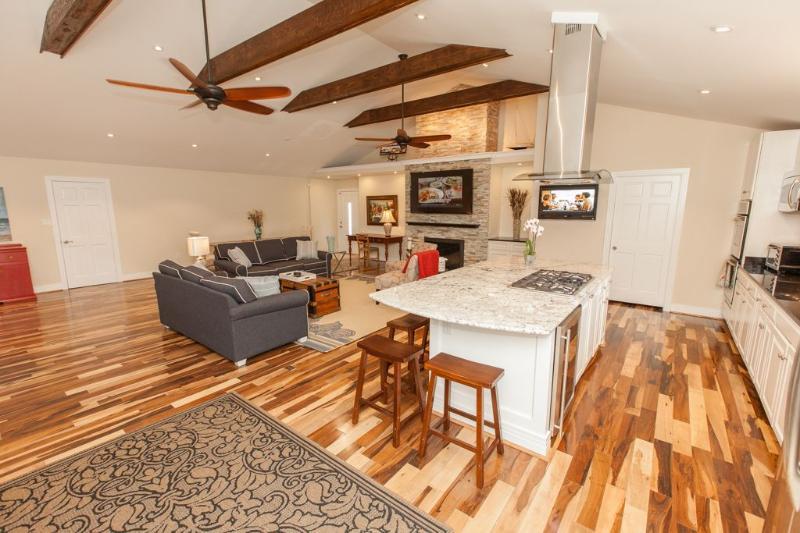 Living Area - 5902 Atlantic Avenue - Virginia Beach - rentals