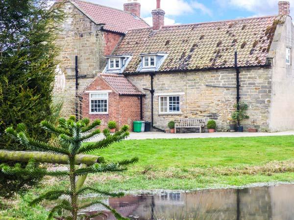 SEAVES COTTAGE, family friendly, luxury holiday cottage in Brandsby, Ref 2883 - Image 1 - Brandsby - rentals