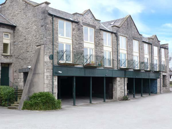 9 GARDINER BANK, stylish apartment, king-size bed, balcony, parking, in Kendal, Ref 916862 - Image 1 - Kendal - rentals