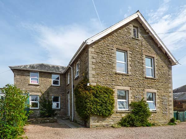 FLAT 1, FRANK LEWIS HOUSE, studio apartment, all ground floor, romantic retreat, walks nearby, in Hay-on-Wye, Ref 916665 - Image 1 - Hay-on-Wye - rentals
