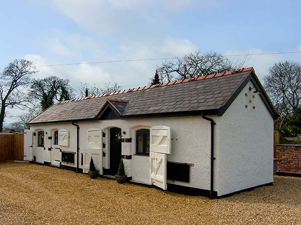 THE OLD PIGGERY, single-storey, woodburner, WiFi, romantic retreat cottage, near Denbigh, Ref 917585 - Image 1 - Trefnant - rentals