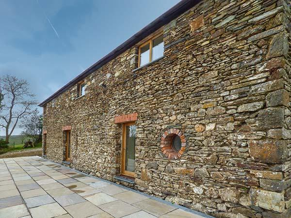 THE BARN, woodburner, WiFi, wonderful walks, near St Clears, Ref. 917726 - Image 1 - Llangynin - rentals