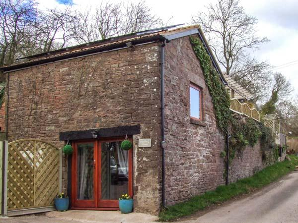 PADDOCK HOUSE, hot tub, WiFi, pets welcome, romantic retreat in Blakeney, Ref. 919931 - Image 1 - Blakeney - rentals