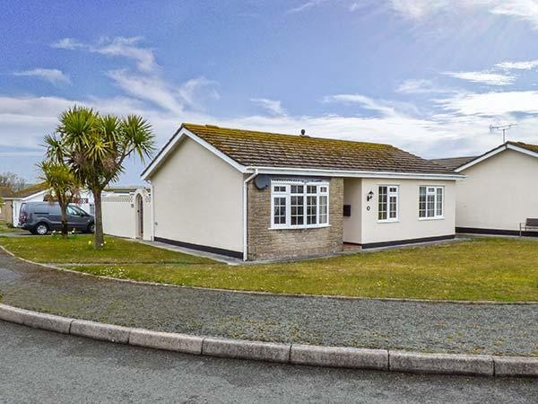 CANN ROSS, detached, single-storey cottage, garden, WiFi, in Penally, Ref 919182 - Image 1 - Penally - rentals