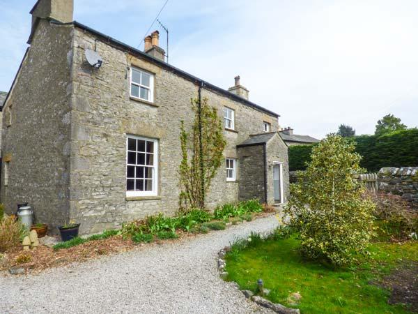 IVY COTTAGE, detached, two sitting rooms with woodburning stoves, en-suite, shop and pub next door, near Kirkby Lonsdale, Ref 921295 - Image 1 - Kirkby Lonsdale - rentals