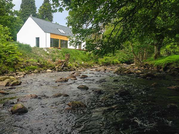 KEEPER'S COTTAGE, detached, 2 en-suite showers, woodburner, near Kinloch Rannoch, Ref 922218 - Image 1 - Kinloch Rannoch - rentals