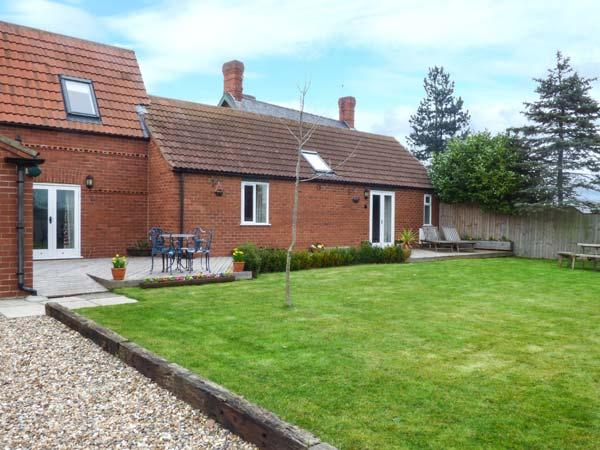 THE BARN IVY COTTAGE, open plan, two ground floor bedrooms, WiFi, garden with patio, in Kexby, Ref 922322 - Image 1 - York - rentals