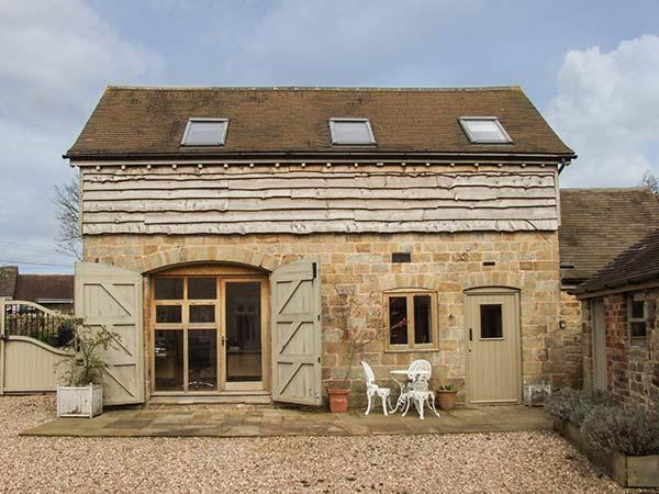 FOXHOLES BARN, pet-friendly conversion in rural setting, WiFi, Farlow, Cleobury Mortimer Ref 922448 - Image 1 - Wheathill - rentals