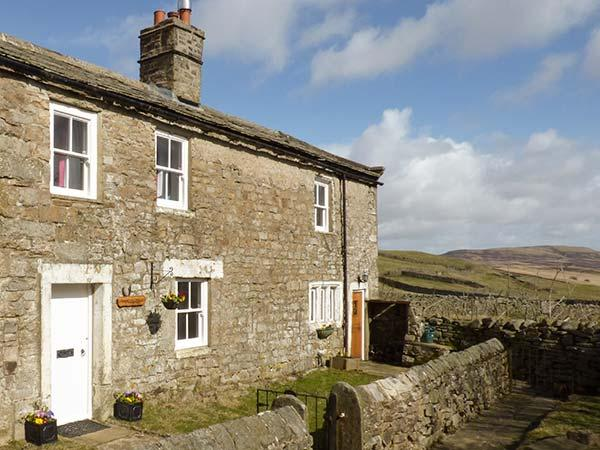 PURSGLOVE COTTAGE, detached family-friendly cottage, WiFi, woodburners, enclosed garden, near Reeth, Ref 922798 - Image 1 - Swaledale - rentals