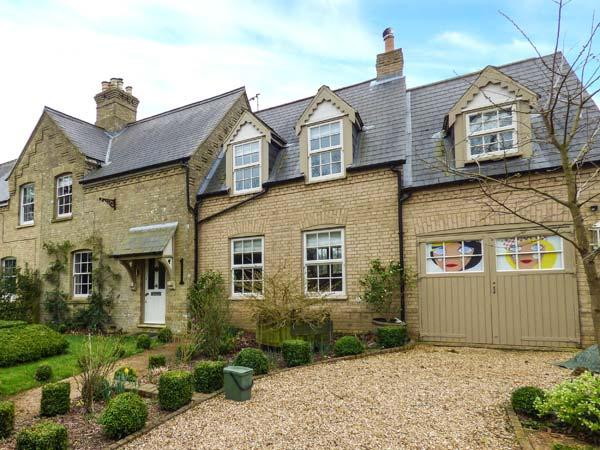 1 MANOR FARM COTTAGE, semi-detached, two woodburners, lawned garden, near Downham Market, Ref 923033 - Image 1 - Downham Market - rentals