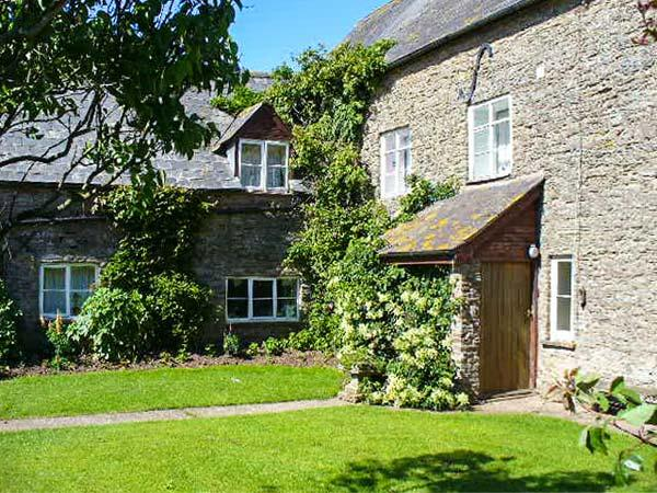 BLUEBELL COTTAGE, two double bedrooms, WiFi, fishing available, lovely walks - Image 1 - Docklow - rentals