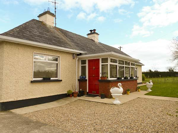 HOLLY COTTAGE, all ground floor, enclosed garden, woodburner, open fire, near Foulksmills, Ref 923107 - Image 1 - Foulksmills - rentals