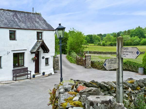 THORNEYFIELD COTTAGE, pet friendly, luxury holiday cottage, with open fire in Bowness & Windermere, Ref 923262 - Image 1 - Winster - rentals