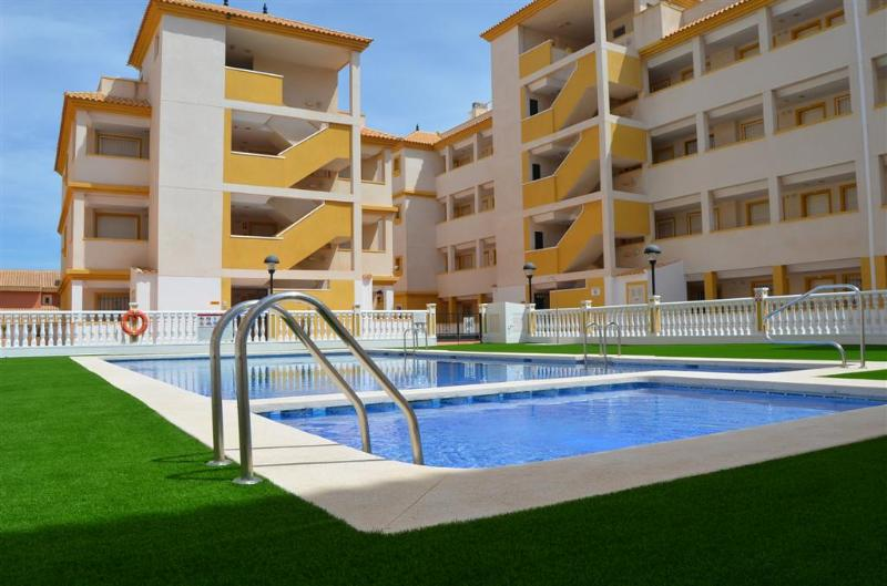 Communal Pool - Free WiFi - Air Con - Short Walk to Beach - 2106 - Image 1 - Mar de Cristal - rentals