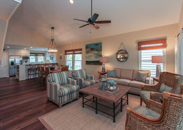 Living Area - 6 Portside- FULLY RENOVATED / Fantastic views of Braddock Cove & Marina - Hilton Head - rentals