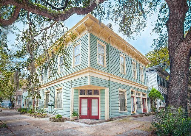 Welcome to Corner Door Townhome! - Large pet-friendly home on Liberty Street, perfect for a family! - Savannah - rentals