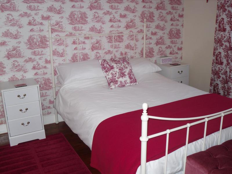 Ruby Family Suite (2 bedrooms plus ensuite bathroom) Double bed and 3 single beds - Sleeps 5 - Belle Madeleine B&B (Ruby Family Suite) - Landivy - rentals