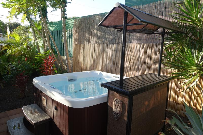 Bathe in the tranquility of your secluded 6-person hot tub - South Maui 4 bdrm close to beaches, restaurants - Kihei - rentals