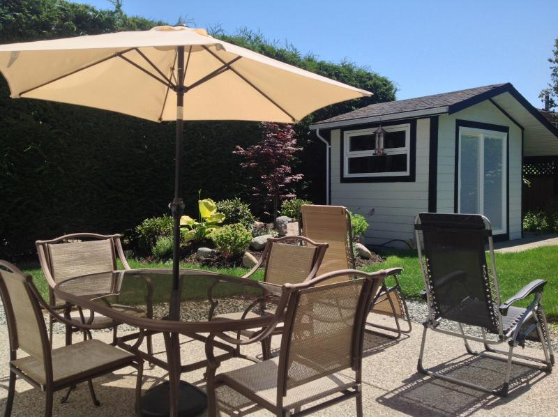 Enjoy the sunny private patio. - Sidneys Executive Suite by the Sea - Sidney - rentals