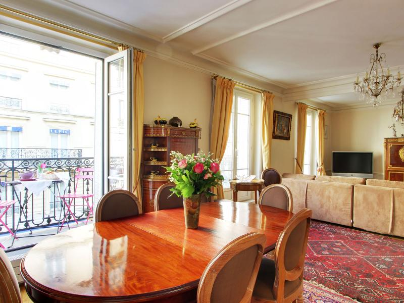 Dining room balcony and sitting area - Grand Lepic - 4 Bedroom Duplex in Paris - Paris - rentals